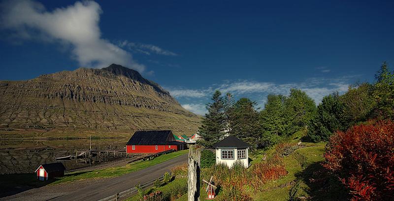 eskifjörður-old-part-of-town-fjardabyggd-hólmatindur-72p
